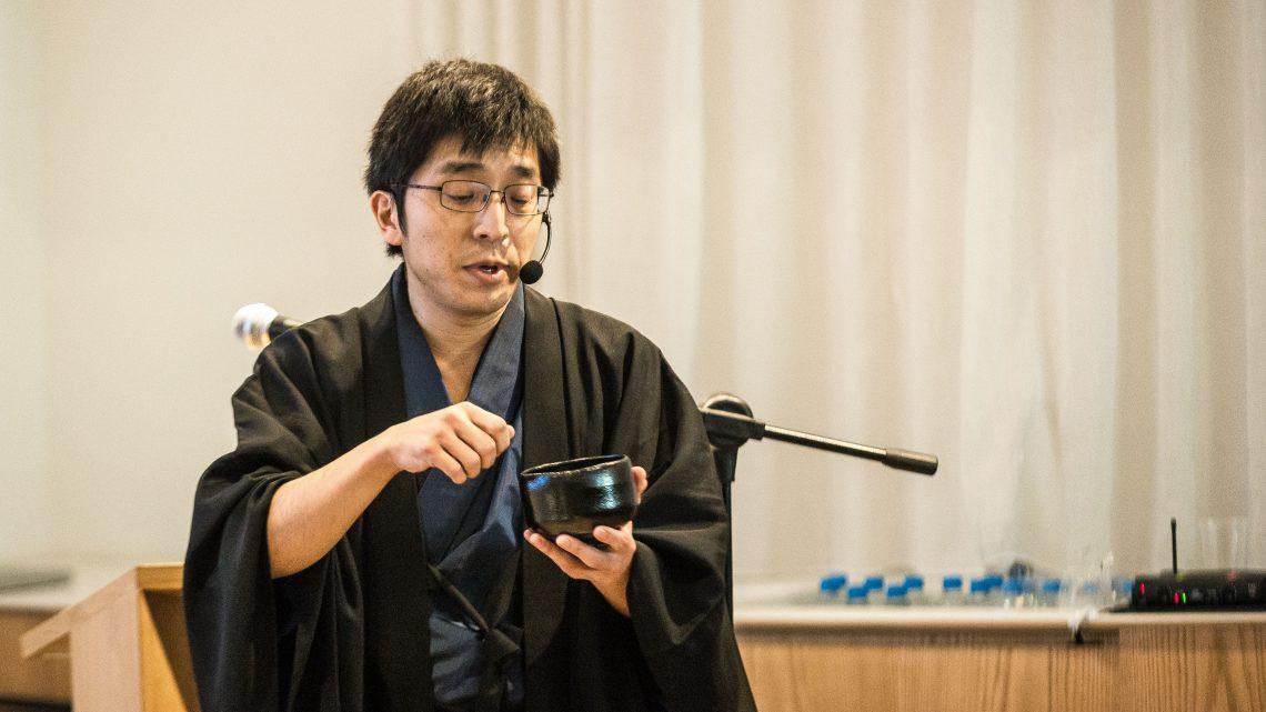 Mestre da cerimônia do chá inaugura ciclo de palestras sobre chawan